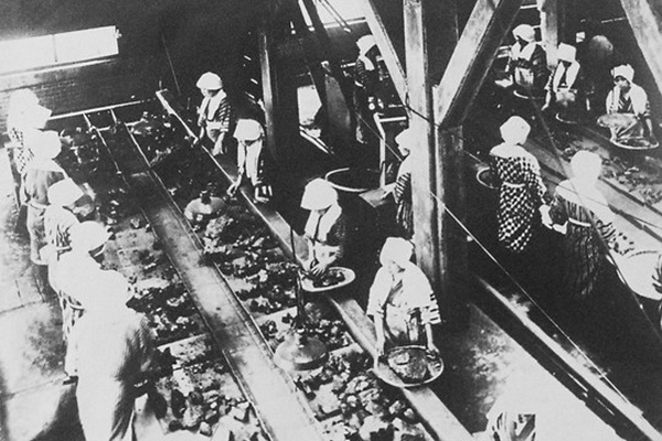 Frauen bei der Arbeit in der Miike-Mine